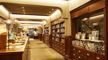 店内は6つのエリアに分かれており、こちらは本との出会いが楽しめる「シークレットな本屋さん」エリア