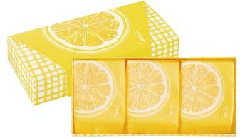 レモンの輪切りを大胆にデザインしたパッケージ。元気がもらえそうな明るいデザインは手土産にに選びたい!