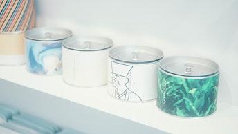 スタイリッシュなデザインやユニークなイラストなど、煎茶缶はギフトでも人気!