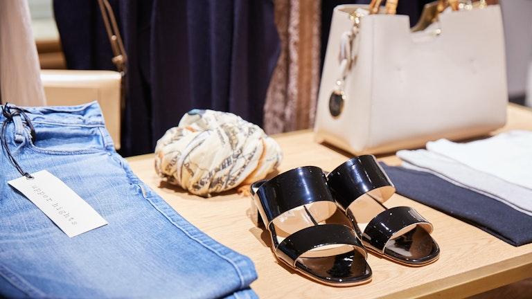 洋服のほか、シューズやバッグなど全身コーデもできるラインナップ