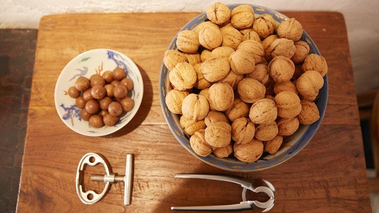 お茶と一緒にくるみなどのナッツを楽しむことができるのも、ナッツ専門店の姉妹店ならでは