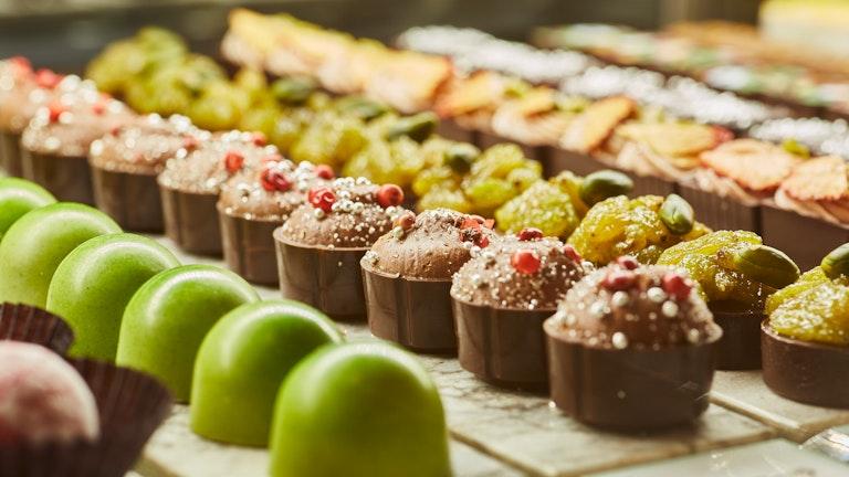 季節ごとに違った味わいが登場する〔ボンボンショコラ〕もギフトに◎
